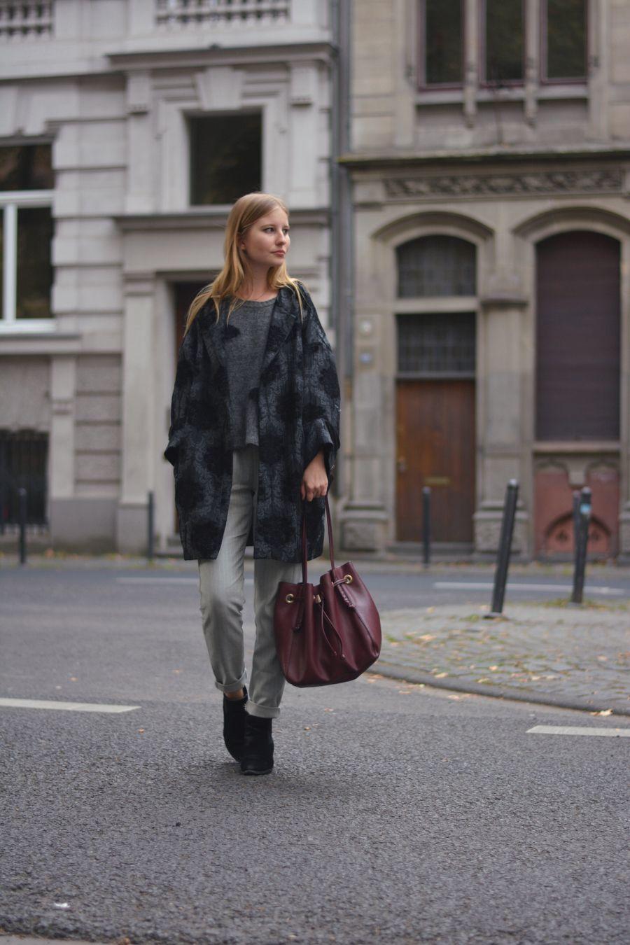 Eine Business Hose casual kombiniert mit Punkte Pullover