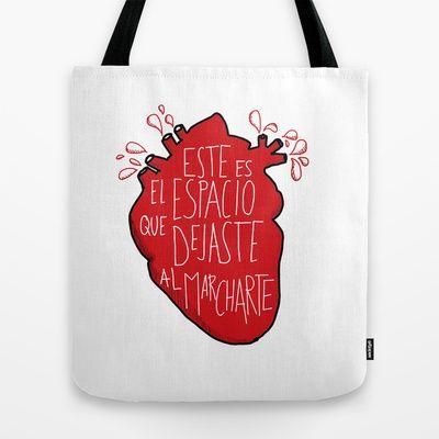 Este es el espacio que dejaste al marcharte (this is the space you left) Tote Bag. Red heart design.