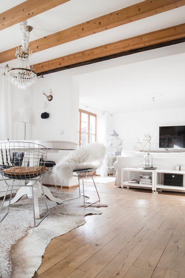 Draußen grau, drinnen gemütlich Der Februar auf Beams, Interiors - Kuhfell Teppich Wohnzimmer
