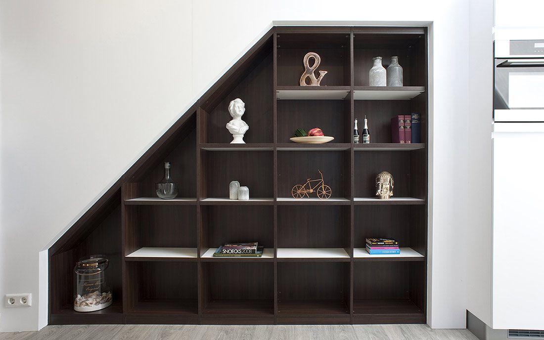 afbeeldingsresultaat voor open boekenkast schuine wand