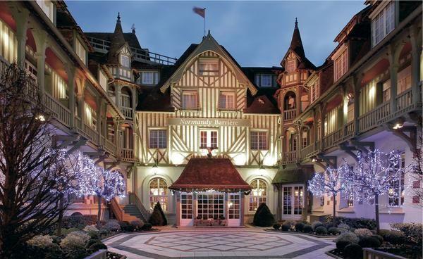 H tel barri re deauville 5 a no l cet h tel mythique chic et charme vous laissera un souvenir - Deauville office de tourisme ...
