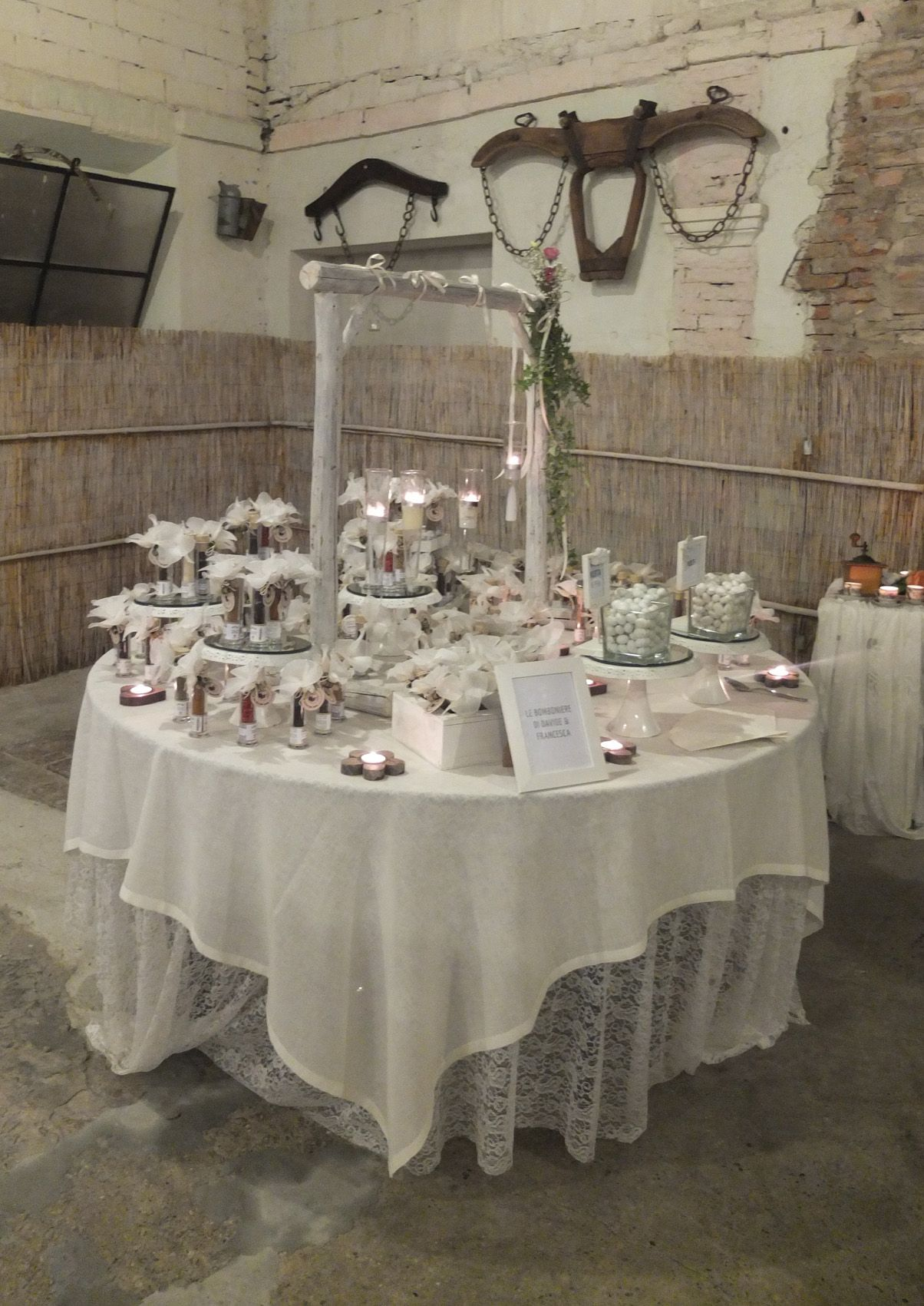 Confettata di Eventi Wedding, interno barchessa presso Corte Dei Paduli - Wedding Location -, Reggio Emilia, Italy.
