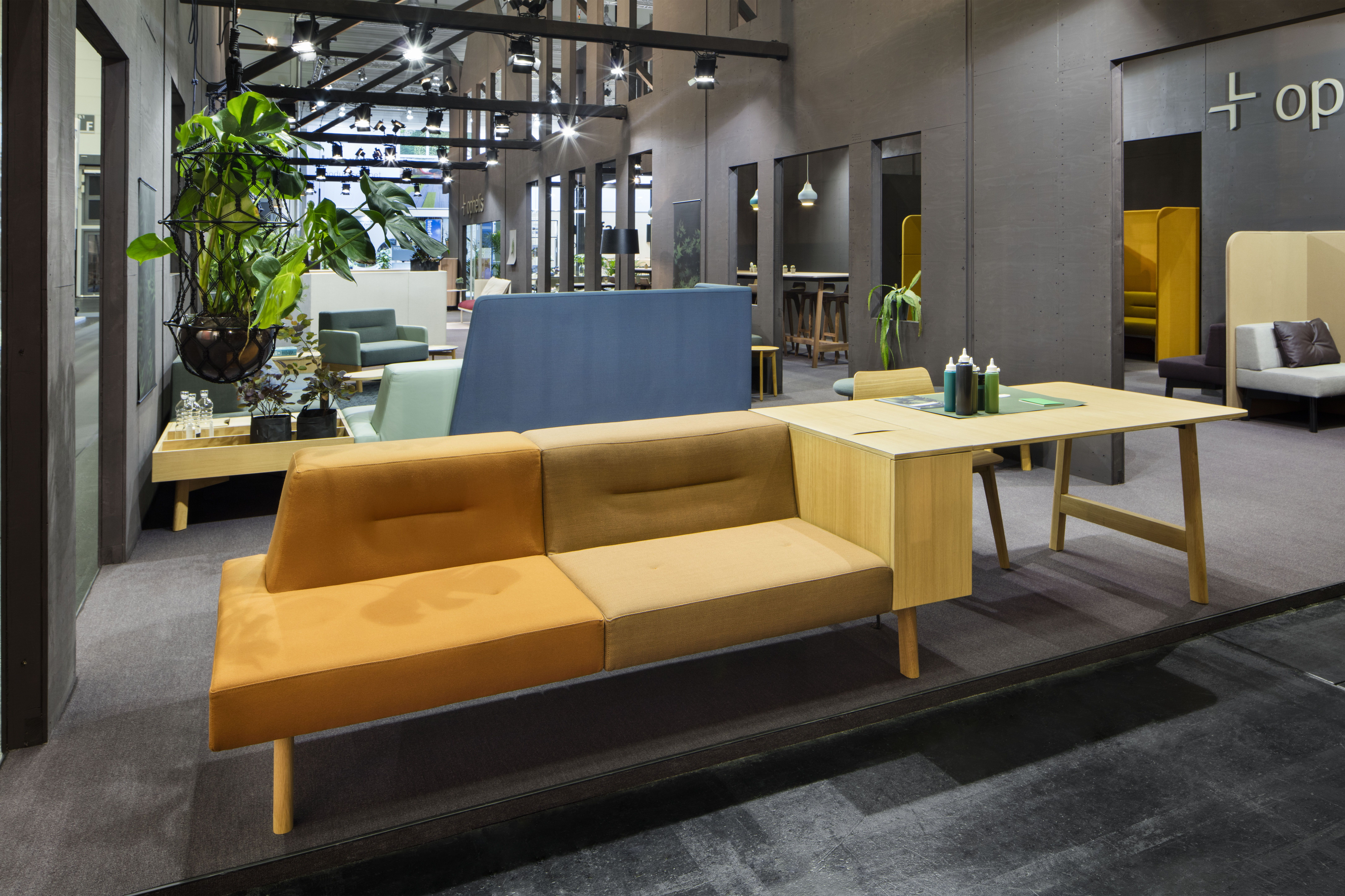 Ophelis Docks modular office furniture perfect for touchdown