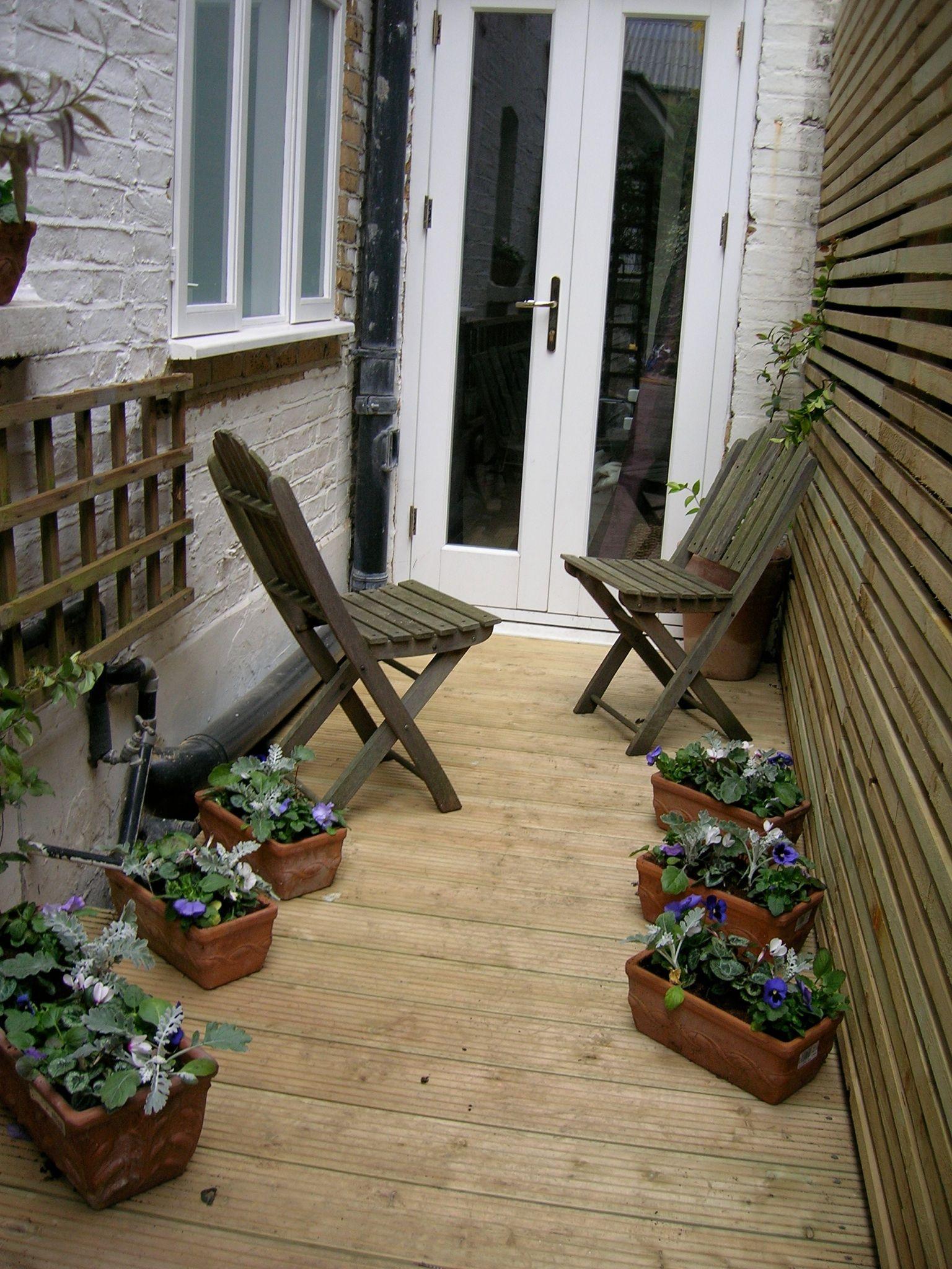 narrow side return patio