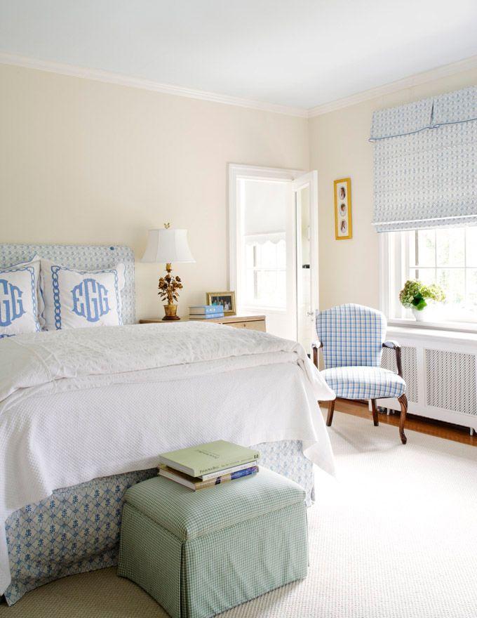 Adorei a combinação dos tecidos em padronagens azuis. Deixou o quarto clean, mas aconchegante!