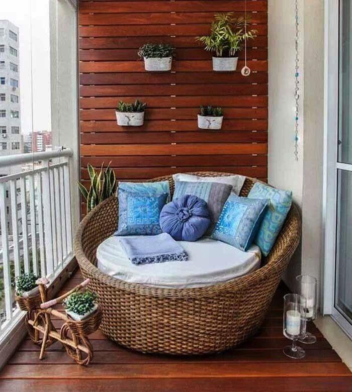 decoracion con una celosia de madera para colocar plantas my