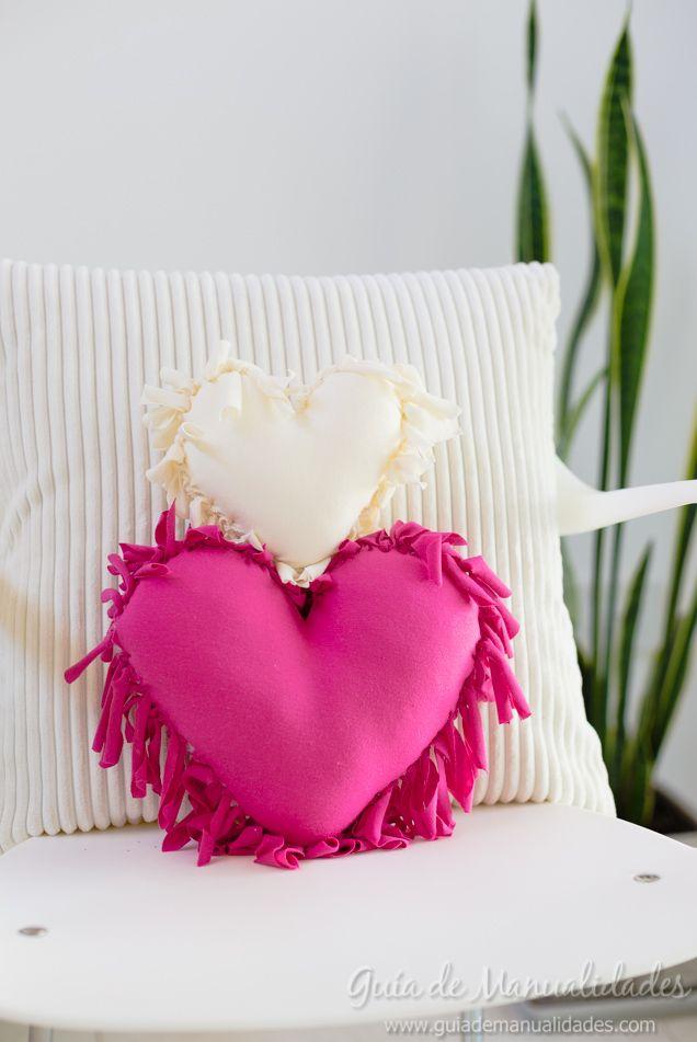 Cómo hacer un cojín corazón sin costuras