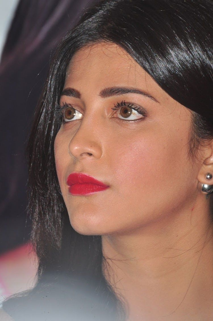 Shruti Haasan At Srimanthudu Press Conference | telugu actress ...