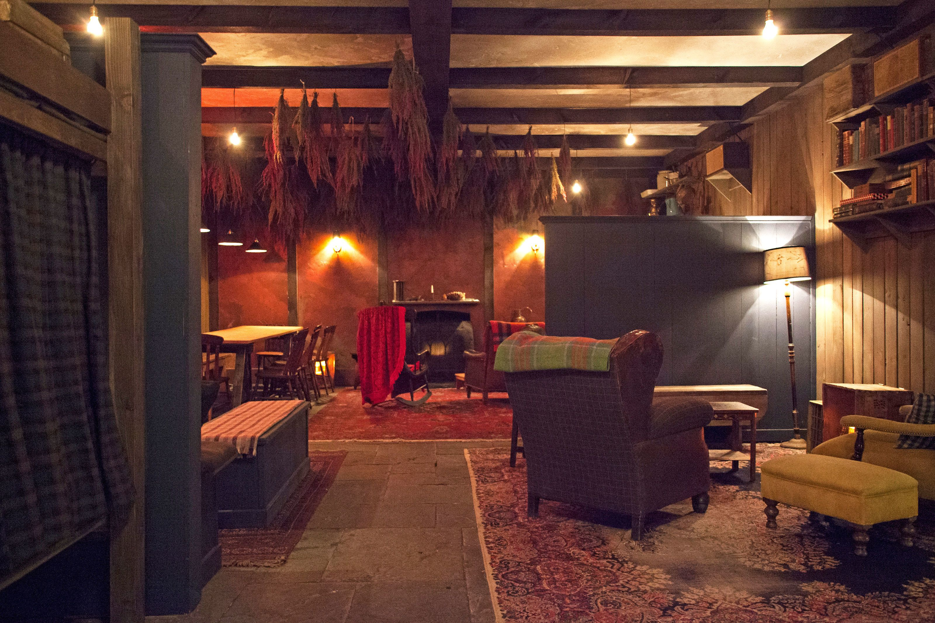 Peek Inside New York City S Most Stylish Hidden Bars Hidden Bar Dining Room Style Nyc Bars