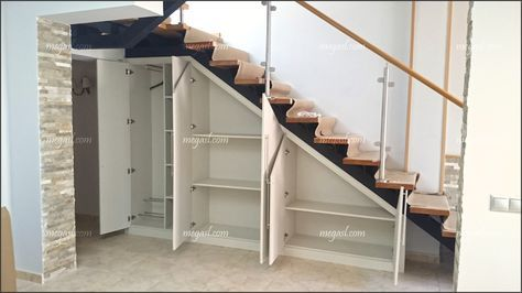Armario abuhardillado bajo escalera closet bajo escala pinterest bajo las escaleras - Armario hueco escalera ...