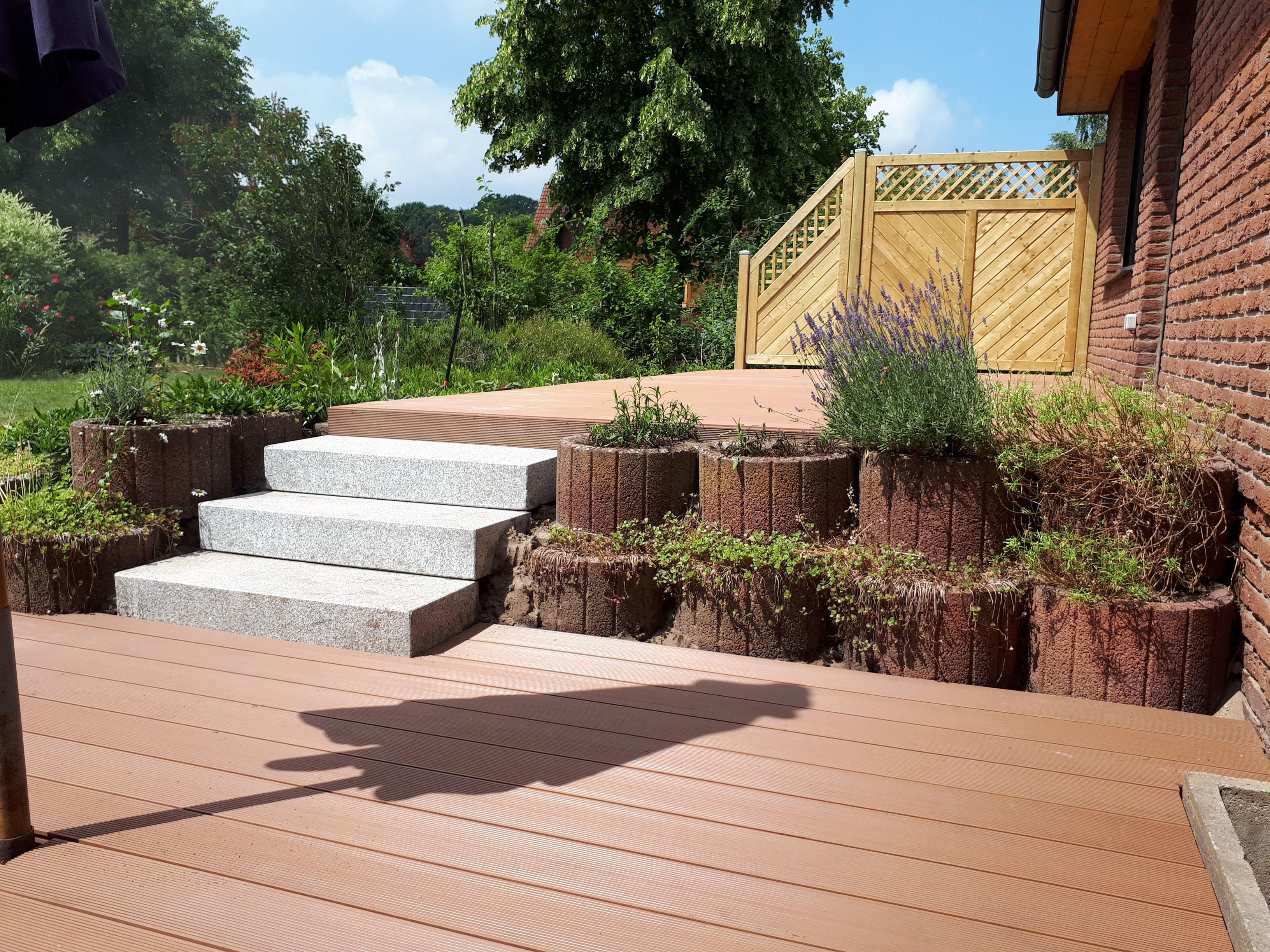 Bau Einer Wpc Terrasse Auf Zwei Ebenen Inkl Blockstufen Aus Granit