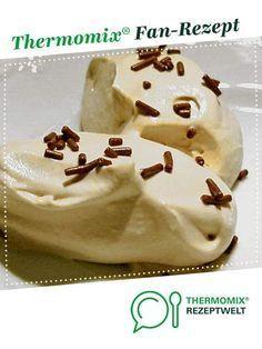 Weißes Schokoladenmousse mit Creme Fraiche