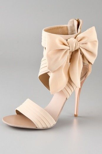 Beige is the new color for the session, thanks to princess Kate :)