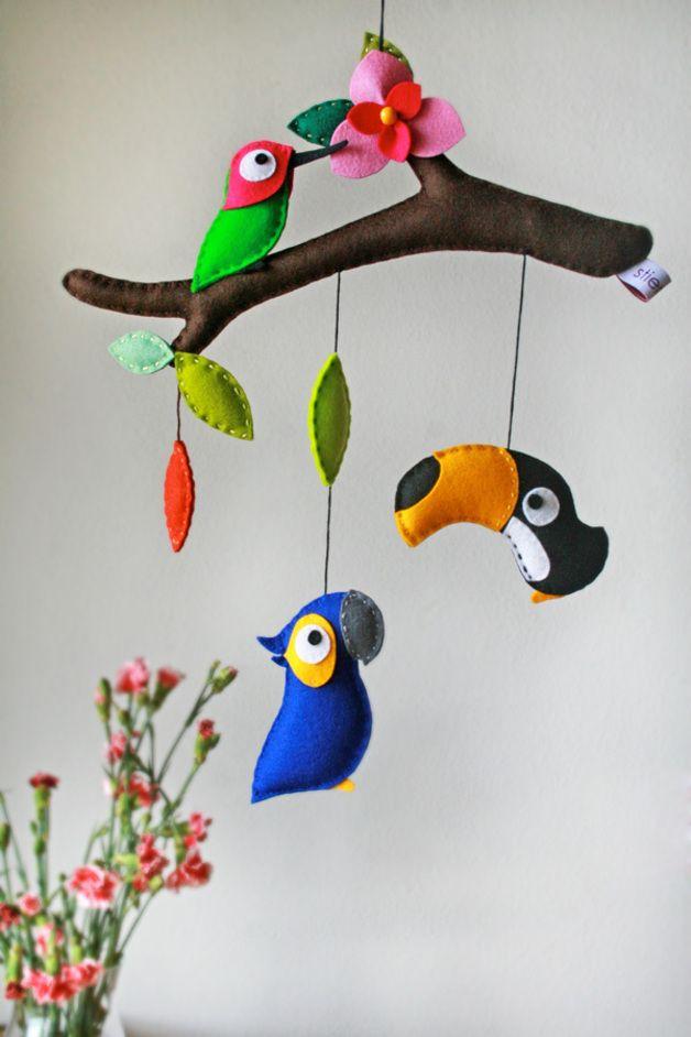 mobile mobile tropical birds ein designerst ck von stierkind bei dawanda pinspiration. Black Bedroom Furniture Sets. Home Design Ideas