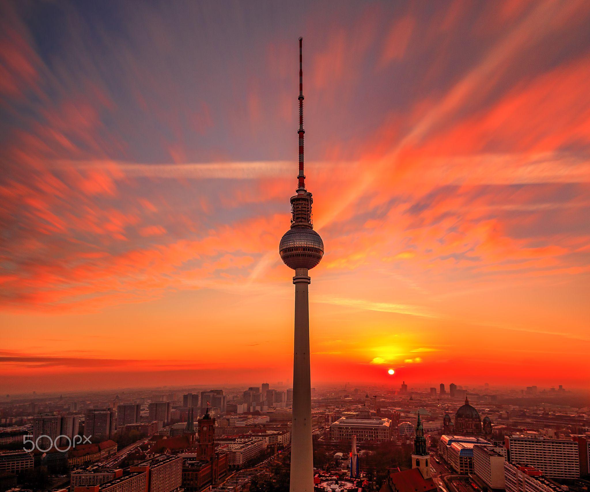 Berliner Fernsehturm Bei Sonnenuntergang Fernsehturm Sonnenuntergang Berlin Sonnenuntergang