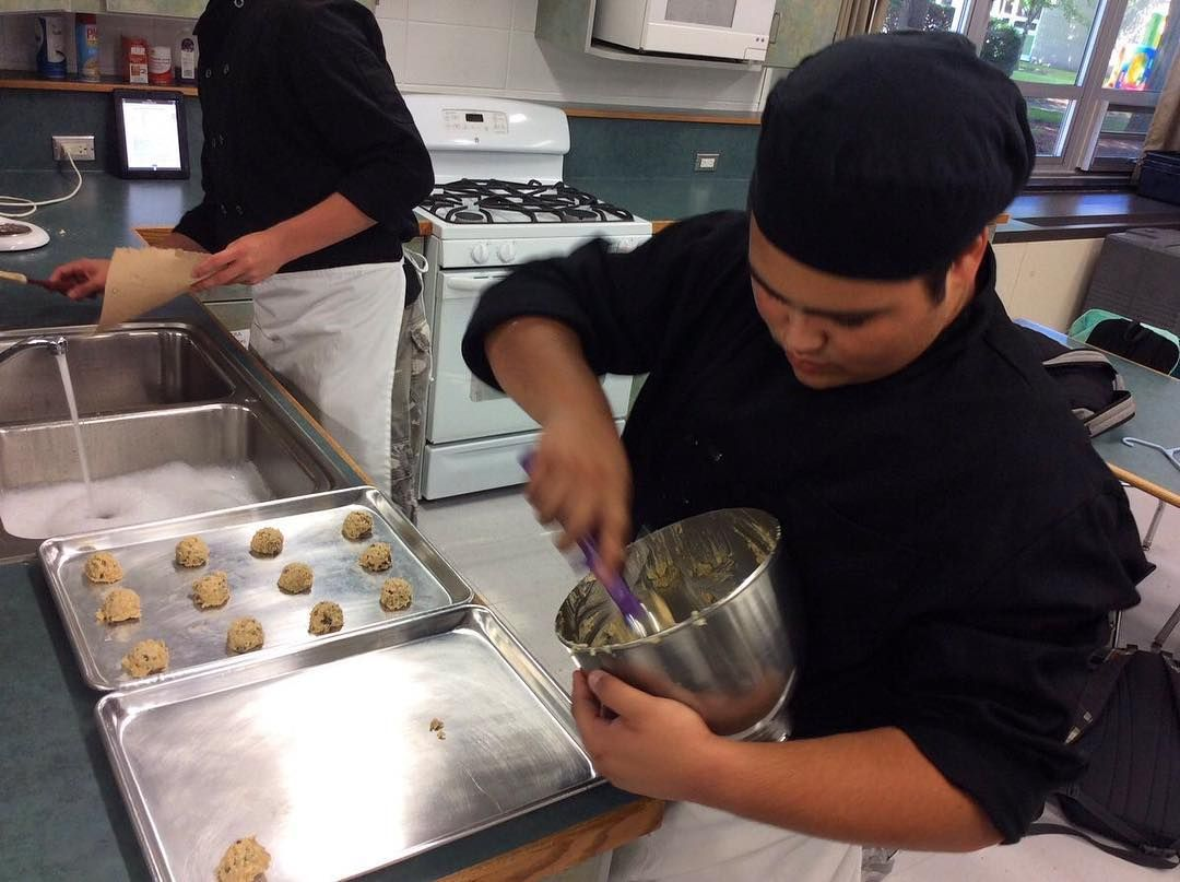 Prostart Students At Elk Grove High School Were Baking Up Some Delicious Looking Cookies In Class Baking Food Delicious