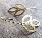 Ohrringe aus Gold von moderntrinkets auf Etsy, 18,00 $  Leaves of Gold Earrings …