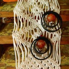 Boucles d'oreille esprit récup pièce unique en chambre à air et perles création zagmoun
