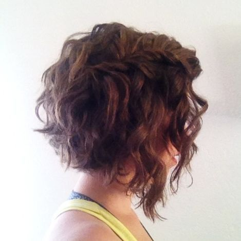Angled Curly Bob Photo 1 Short Permed Hair Thick Hair Styles Short Curly Haircuts