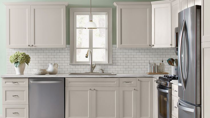 white cabinets with crown molding | Kitchen with antique ...