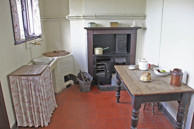 1920s Kitchen Stoves - See many other fabulous suggestions when it comes to the kitchen!