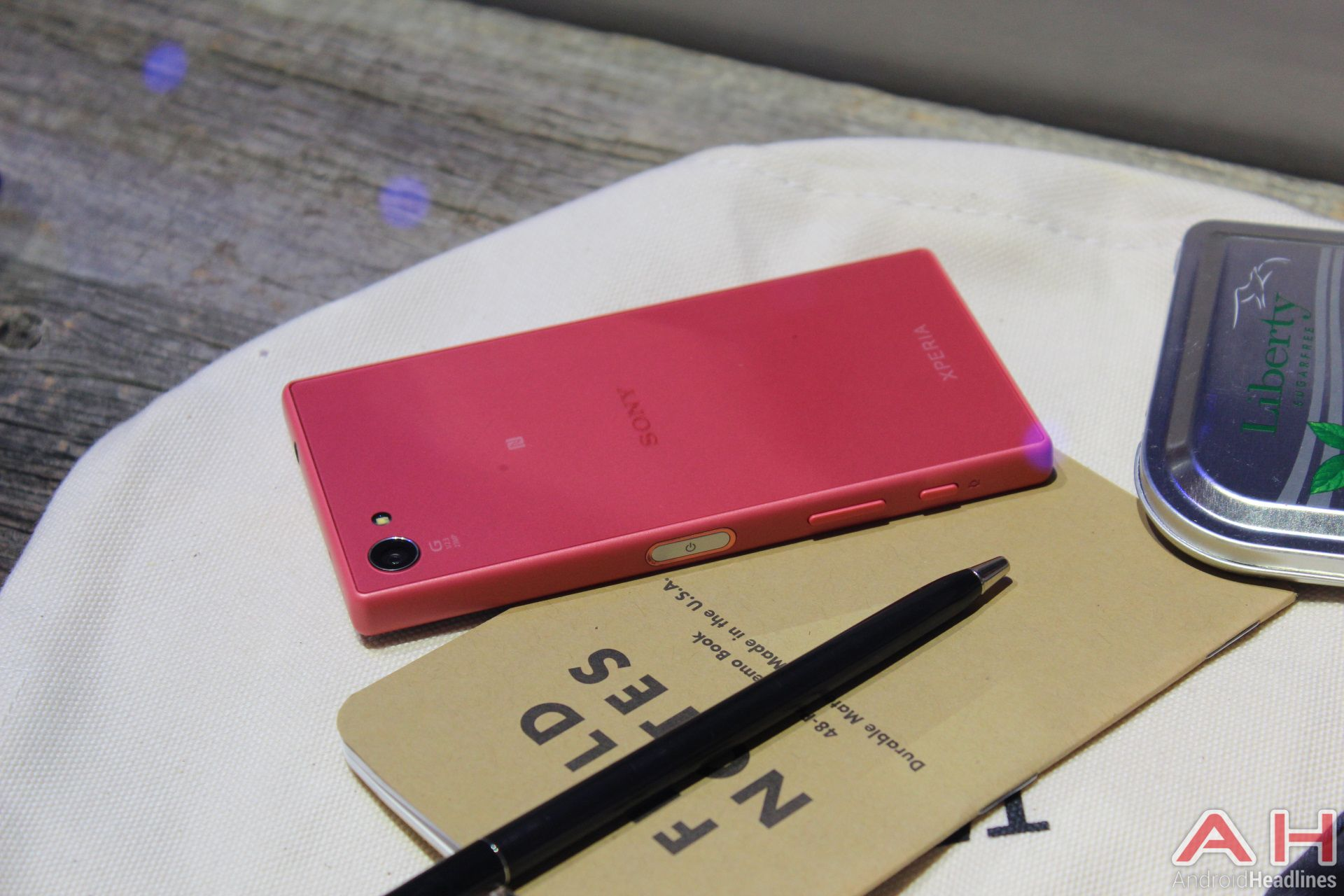 Sonys Xperia Z5 pact Hits Japanese Carrier NTT Do o