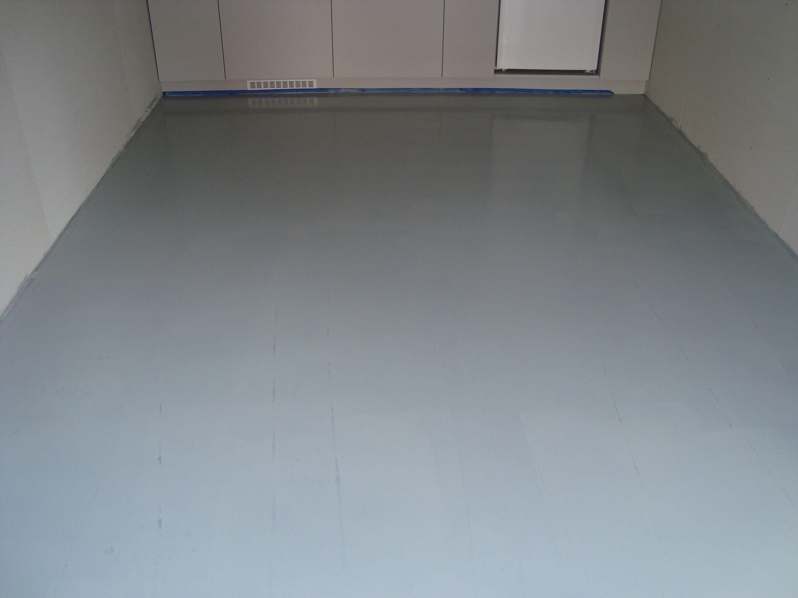 een garagevloer voorzien van een coatingvloer project in alkmaar