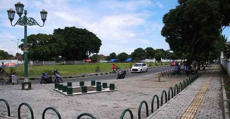 Melihat jejak kerajaan di alun alun Jogja
