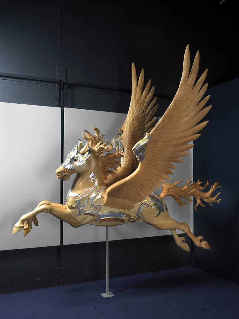 En la mitología griega  PEGASO era un caballo  alado. Pegaso nació de la  sangre derramada por  Medusa cuando Perseo le  cortó la cabeza. Suele  representarse en blanco o  negro y tiene dos alas que  le permiten volar. Una  característica de su vuelo  es que cuando lo realiza,  mueve las patas como si  en realidad estuviera  corriendo por el aire.