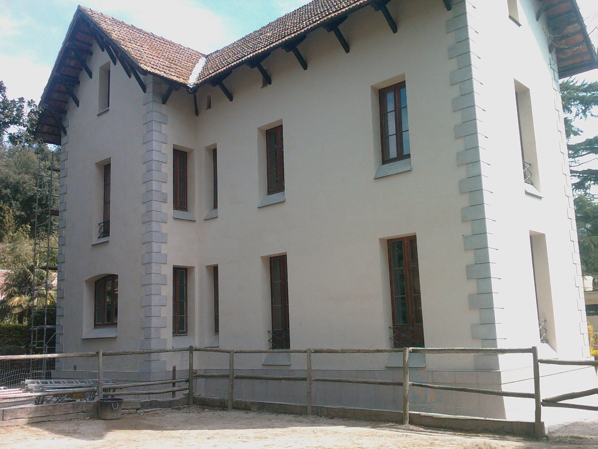 Casa martinez vallromanes fachada mixta con piedra - Fachadas de casas con piedra ...