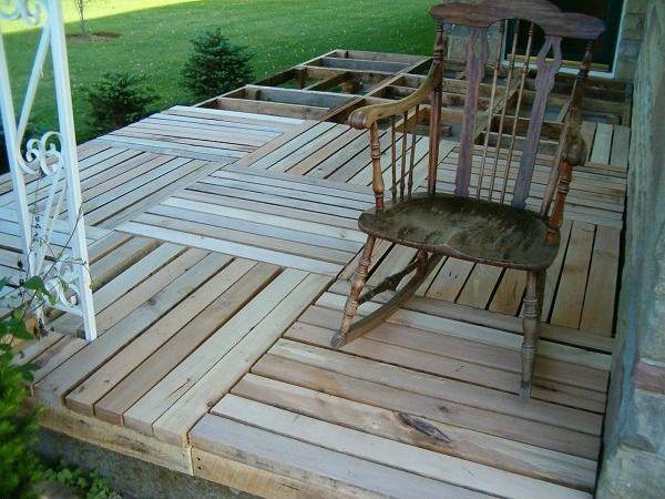 C mo hacer un suelo con madera de palets en el porche - Como construir un porche de madera ...