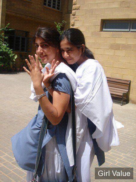 pakistan, multan school girls in salwar kameez