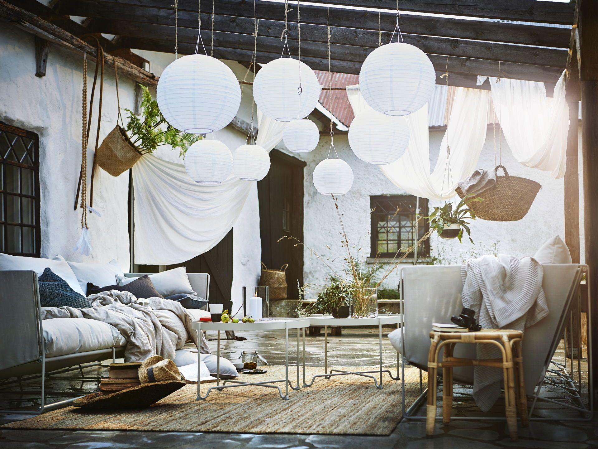 Zomer Interieur Inspiratie : Solvinden hanglamp op zonnecel globe wit buiten pinterest