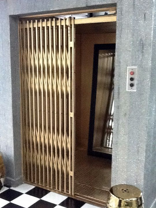 Resultado de imagem para elevador porta pantografica | Pantografica,  Elevador, Peixe na telha