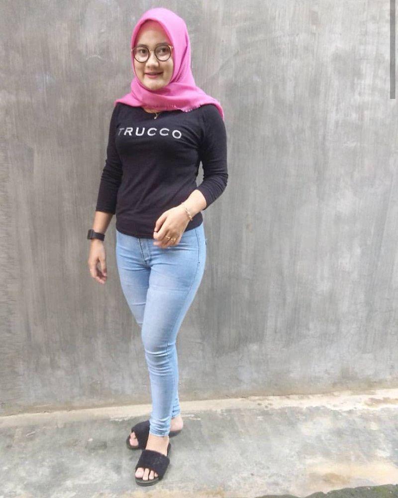 Celana Jeans Dan Hijab Baju Kaos Ketat N Dapinggul Indah Di 2020 Celana Baju Kaos Jeans