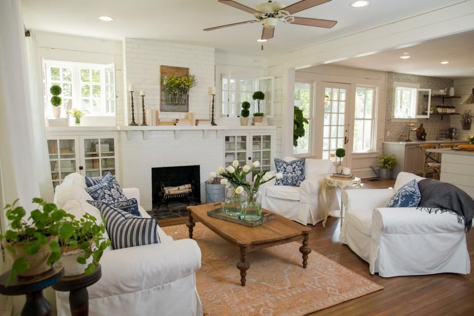Fixer upper living room get the look joanna gaines for Upper living room designs