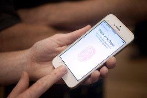 Samsung Considering Galaxy S5 Fingerprint Sensor...