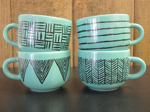 les 25 meilleures id es de la cat gorie tasses peintes la main sur pinterest tasses caf. Black Bedroom Furniture Sets. Home Design Ideas
