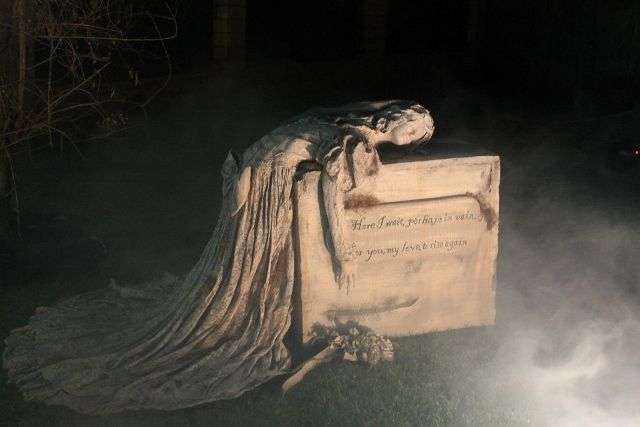 204593d1406152409-i-thought-our-tombstones-were-good - funny halloween decorating ideas