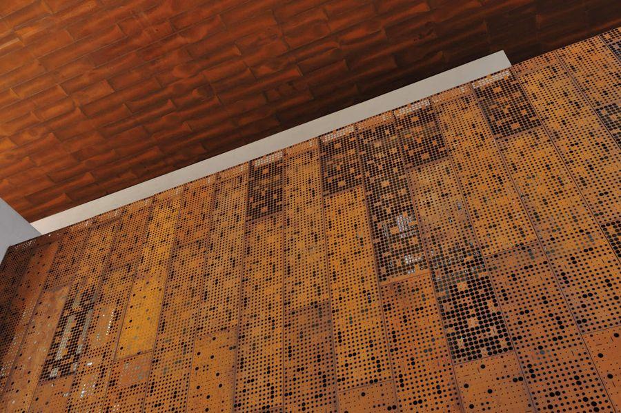 Revestimiento screenpanel en acero corten por hunter for Acero corten perforado oxidado