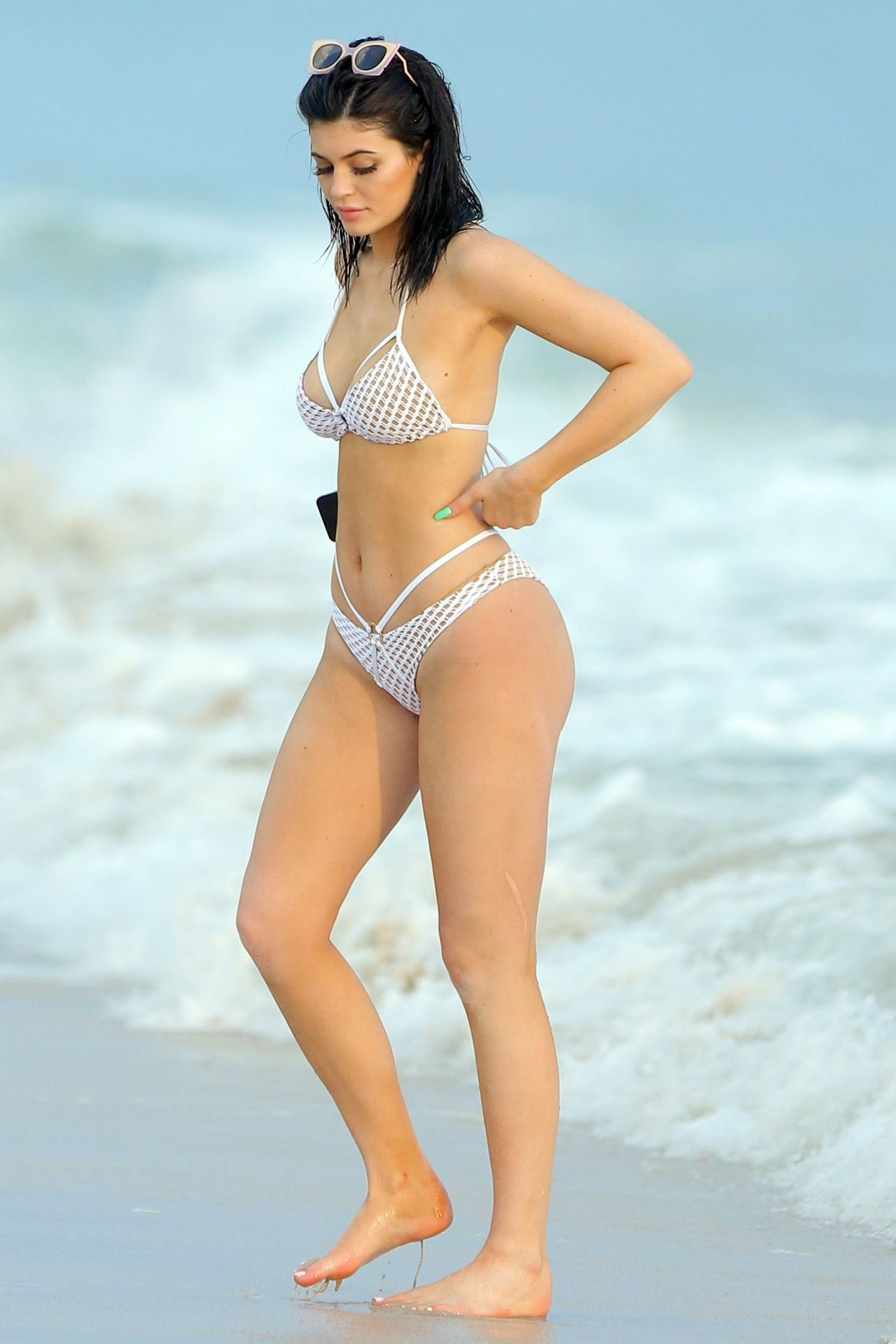 b0d2de4d2d Kylie Jenner at the beach in Mexico (Aug. 12)
