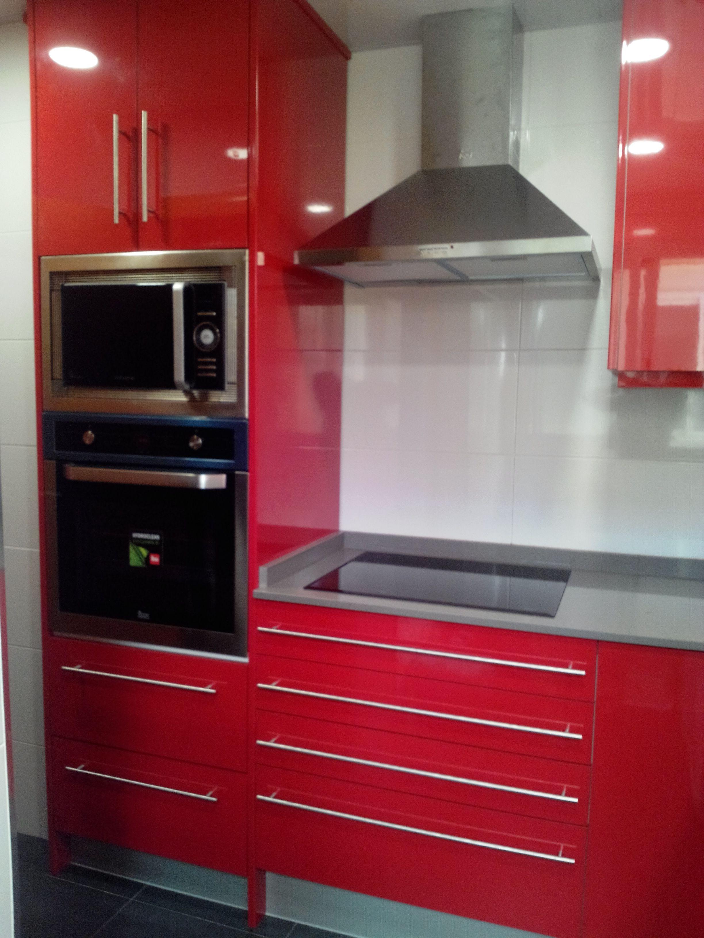 Proyecto Mueble Funcional Diseño De Mobiliario A Medida: Cocina Moderna En Rojo Brillo