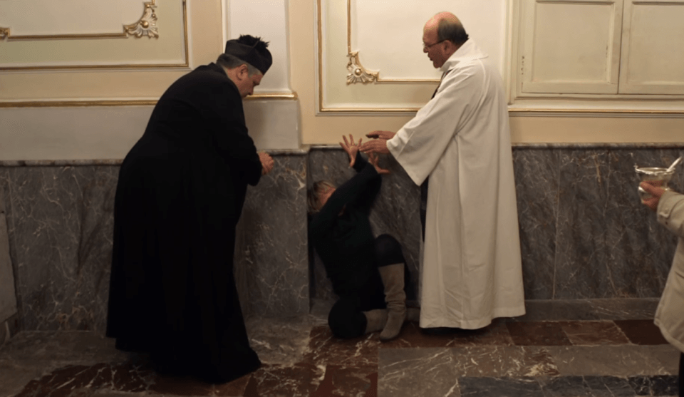 Catholic priests perform REAL exorcisms in film about people