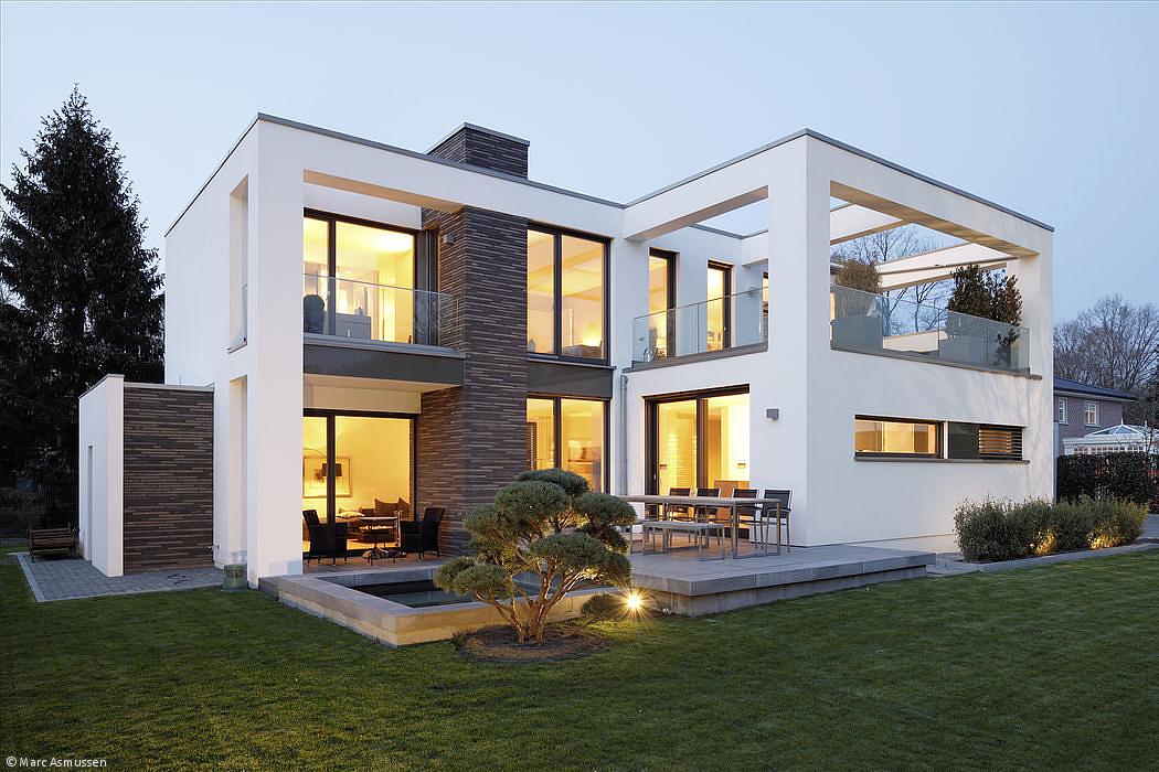 Une grande #maison #moderne avec mini #piscine. #design ...