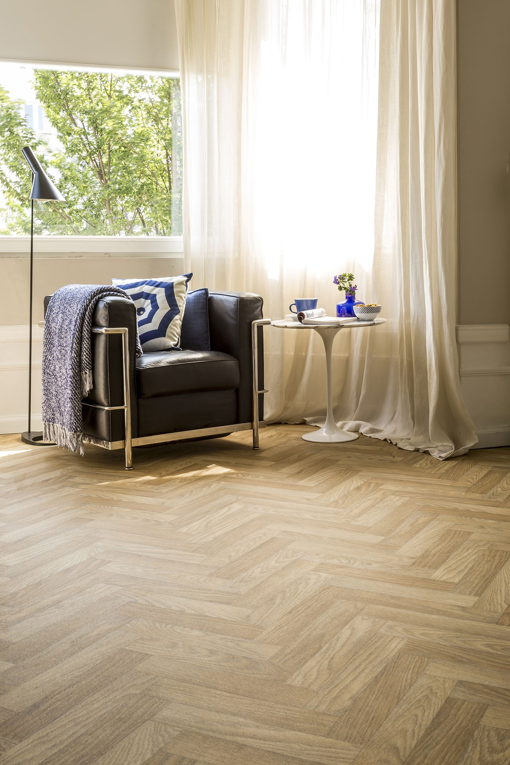A Healthy Dose Of Herringbone With The Por Louvre Www Avenuefloors Co Uk