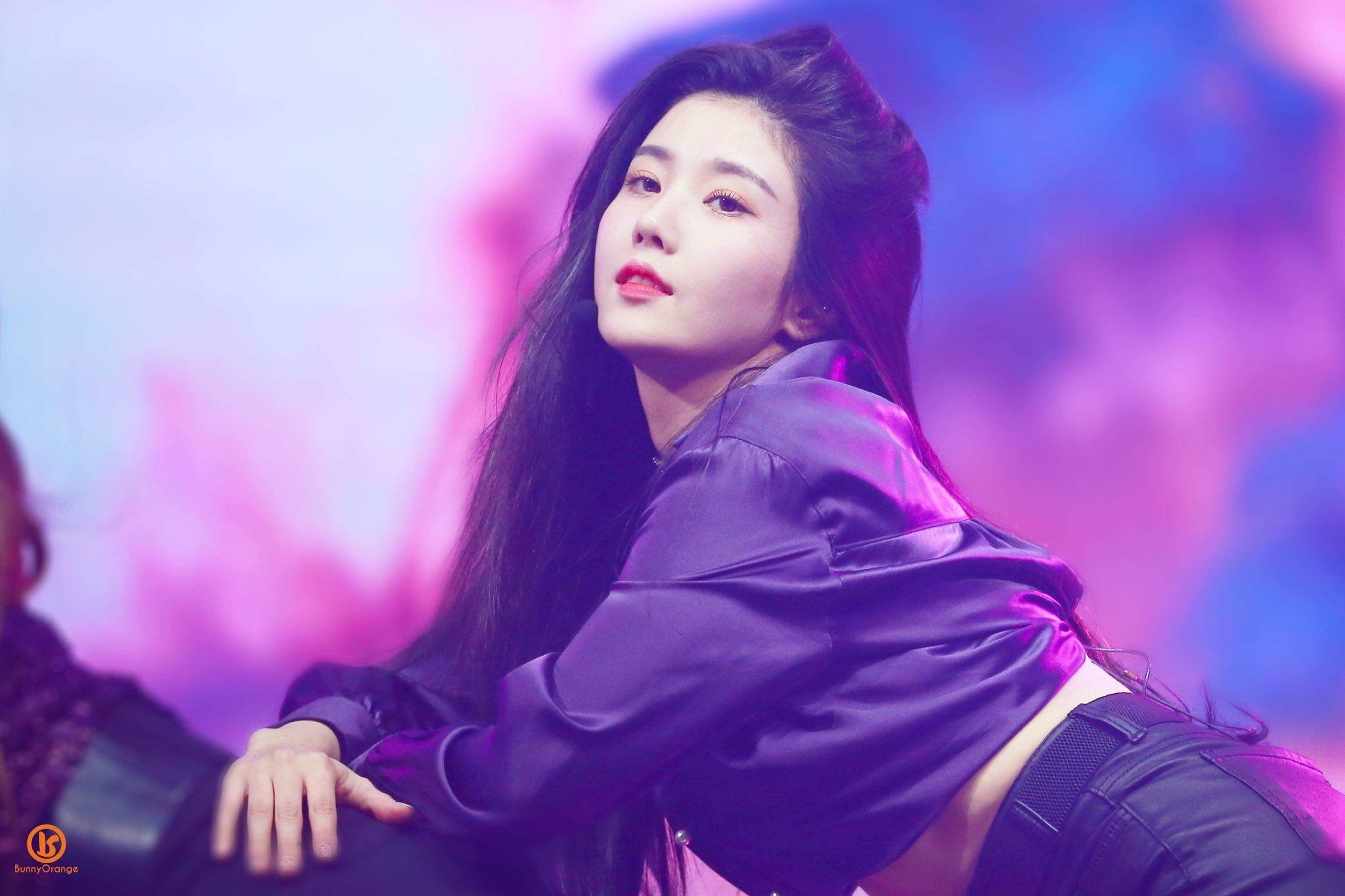 181029 IZ*ONE(아이즈원)'s First mini album 'COLOR*IZ'(컬러