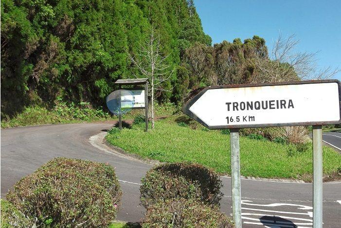 Esta pagina contem Informações , fotos e mapas sinalizados da Ilha de São Miguel , em que poderá ajuda-lo a tomar nota dos locais a v...