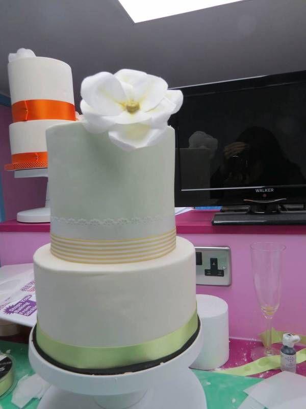 Decorating Your Own Wedding Cake Diy Cake Decoration Pinterest
