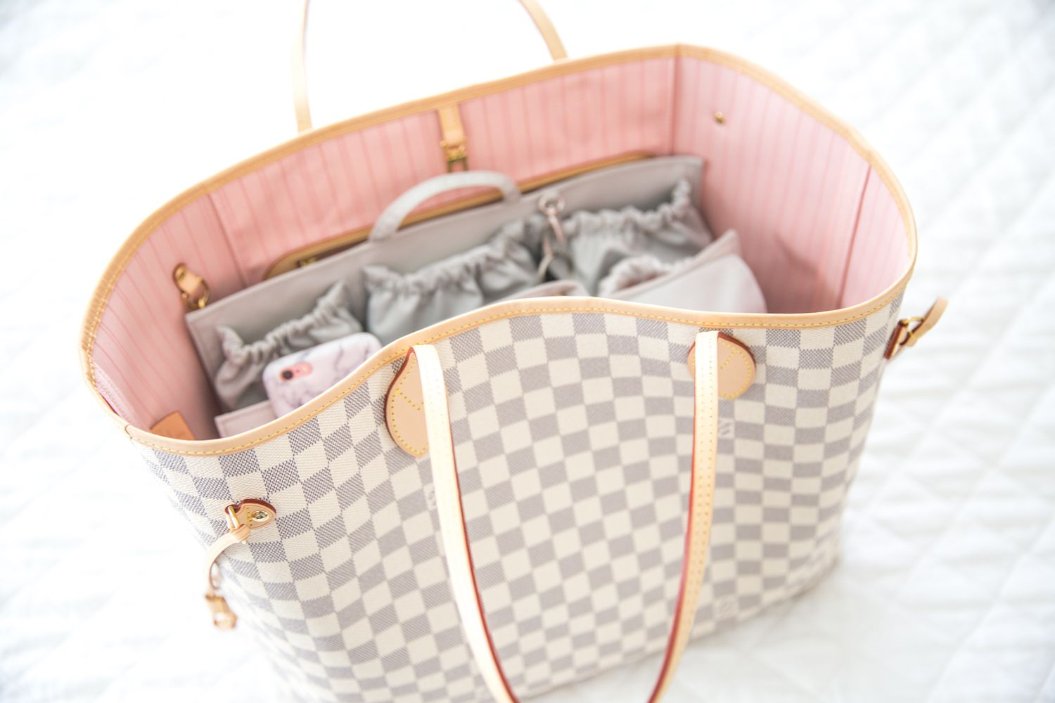 9038f1ee36ad ToteSavvy Louis Vuitton Neverfull Review