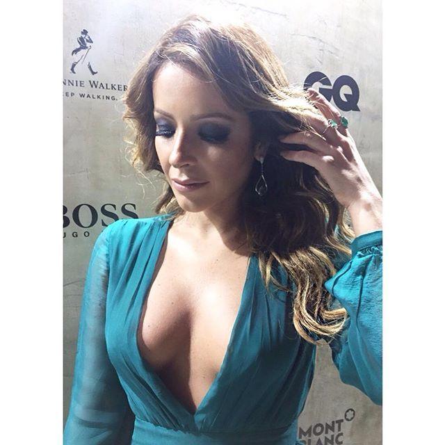 Details @re_dominguez  Re usa brincos @denisequeirozdesigner | anéis @laramader_joias | vestido @barbarabela  Beauty maravilhosa por @ewertonpacheco @marcelomatosrjo • •  #redominguez #actress #solnascente #redeglobo #concept #sirlene #estilo #elegância #color #gq #menoftheyear #diva #power #poder #beautiful #linda #newstyle #moda #vogue #elle #job #loveit #style #styling #stylish #job #luvmyjob #loveit